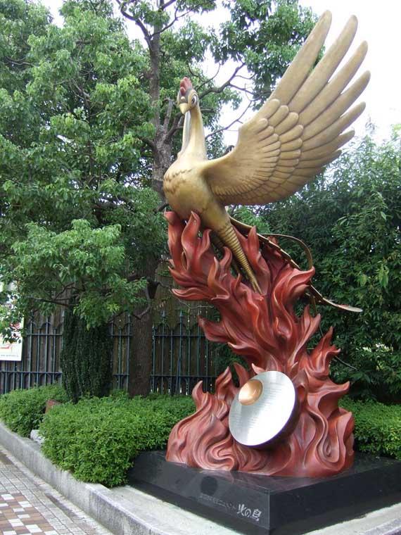 Phuong hoang statue